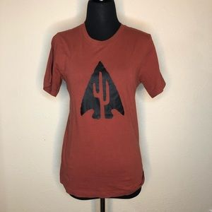 Arrowhead graphic tee